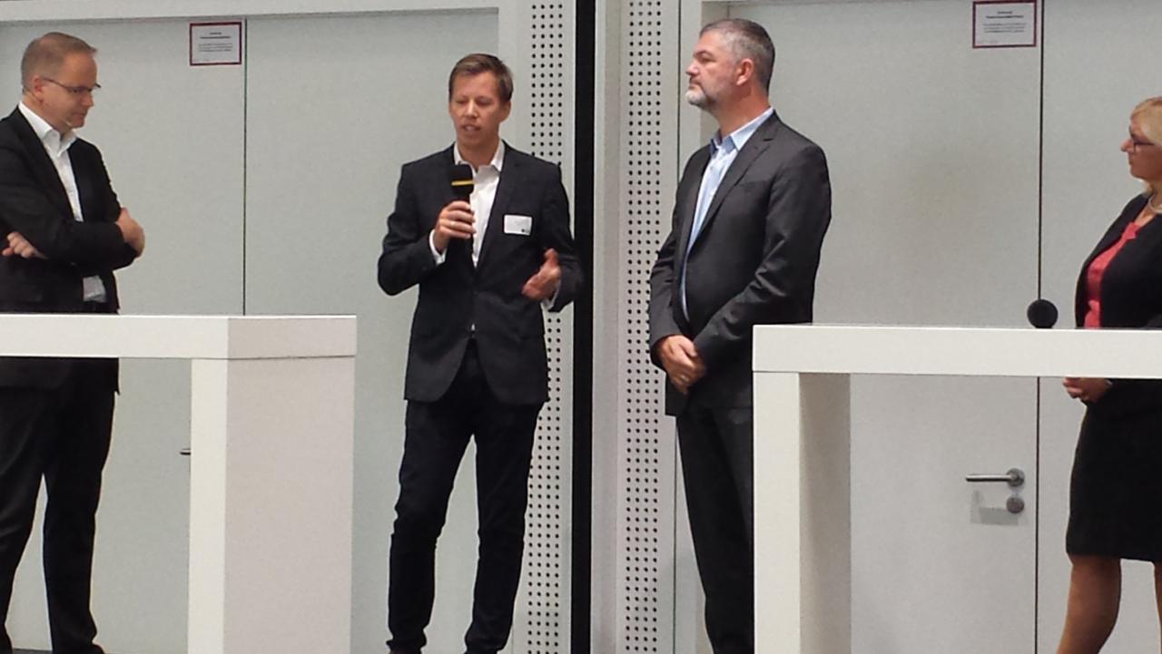Jan Fischer vertritt innosabi bei einer Panel Diskussion